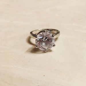 Jewelry - Solitaire sterling silver ring